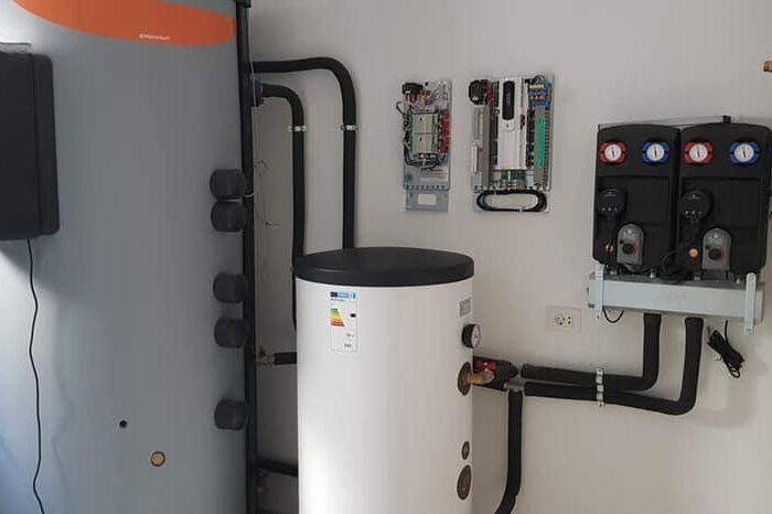 """Familja Emini, nga Opoja, përzgjodhi firmën """"Muqa Solar Company"""", për montimin dhe instalimin e 5 pompave termike, 18kW ajër-ujë."""